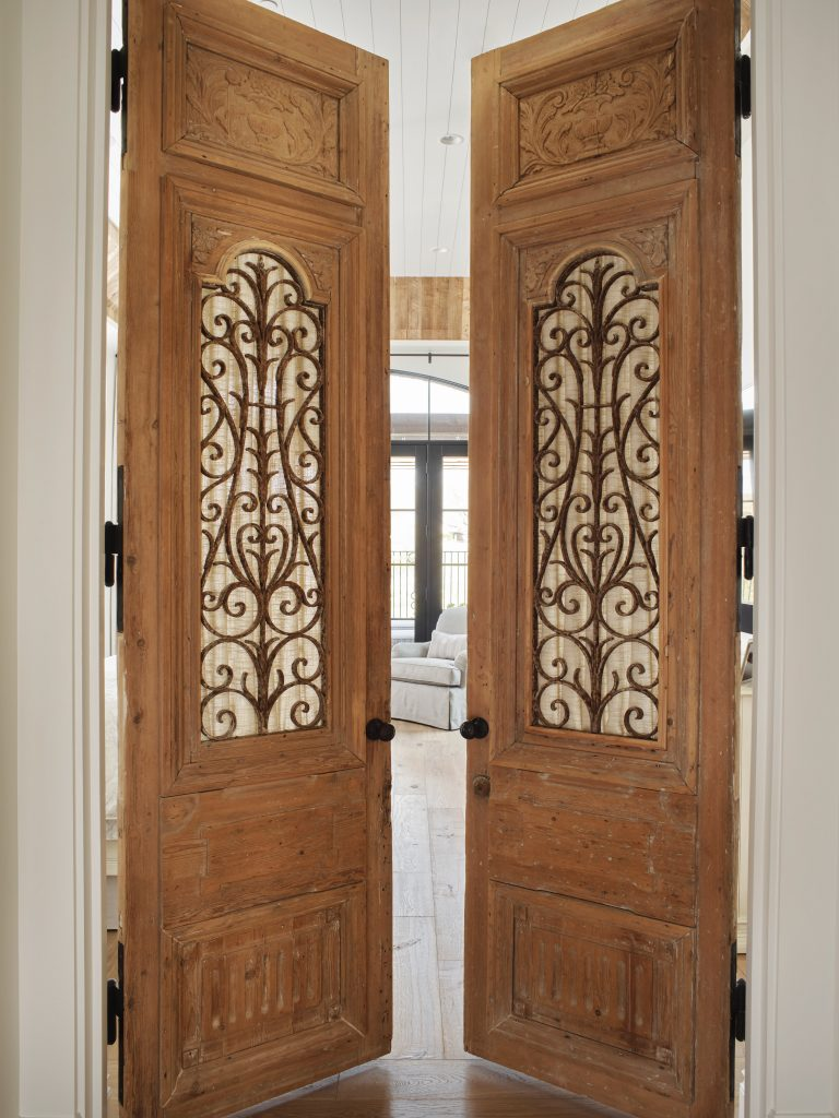 RR-Gittelman-master-bedroom-doors